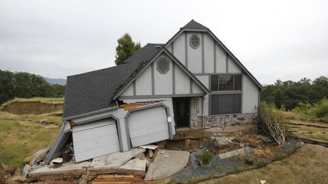 One By One Homes In California Subdivision Are Sinking