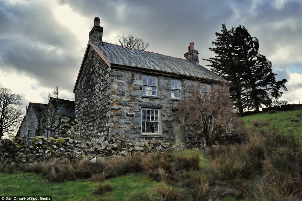 Abandoned Farmhouse In Welsh Countryside Found Frozen In