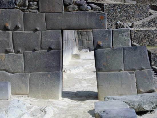 Granite Stone Machu Picchu : This is how the ancients moved cut and engraved great